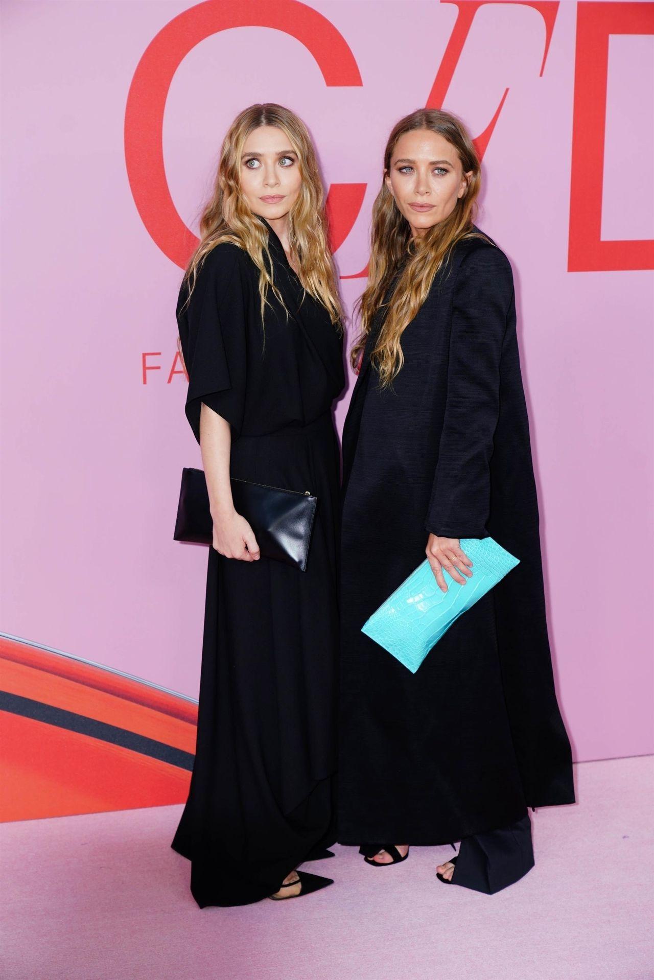 Mary-Kate Olsen z siostrą, Ashley Olsen w czerwcu 2019 roku