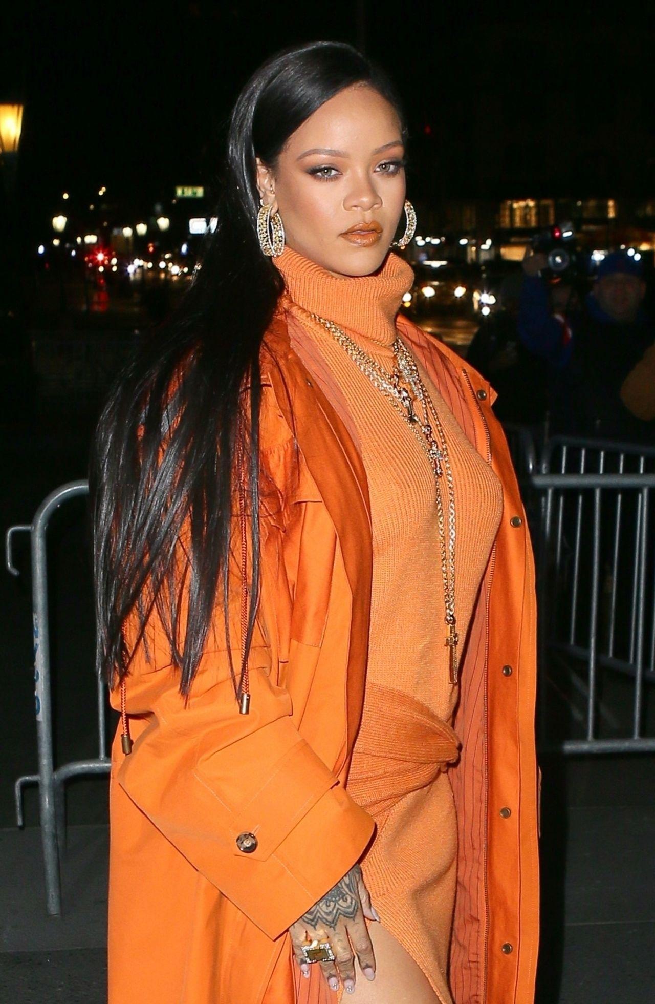 Rihanna w pomarańczowej stylizacji.
