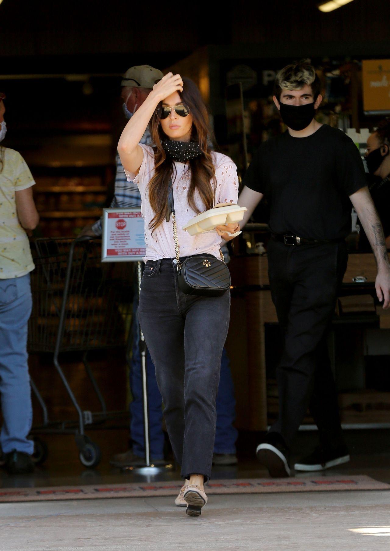 Megan Fox w dziurawym T shircie