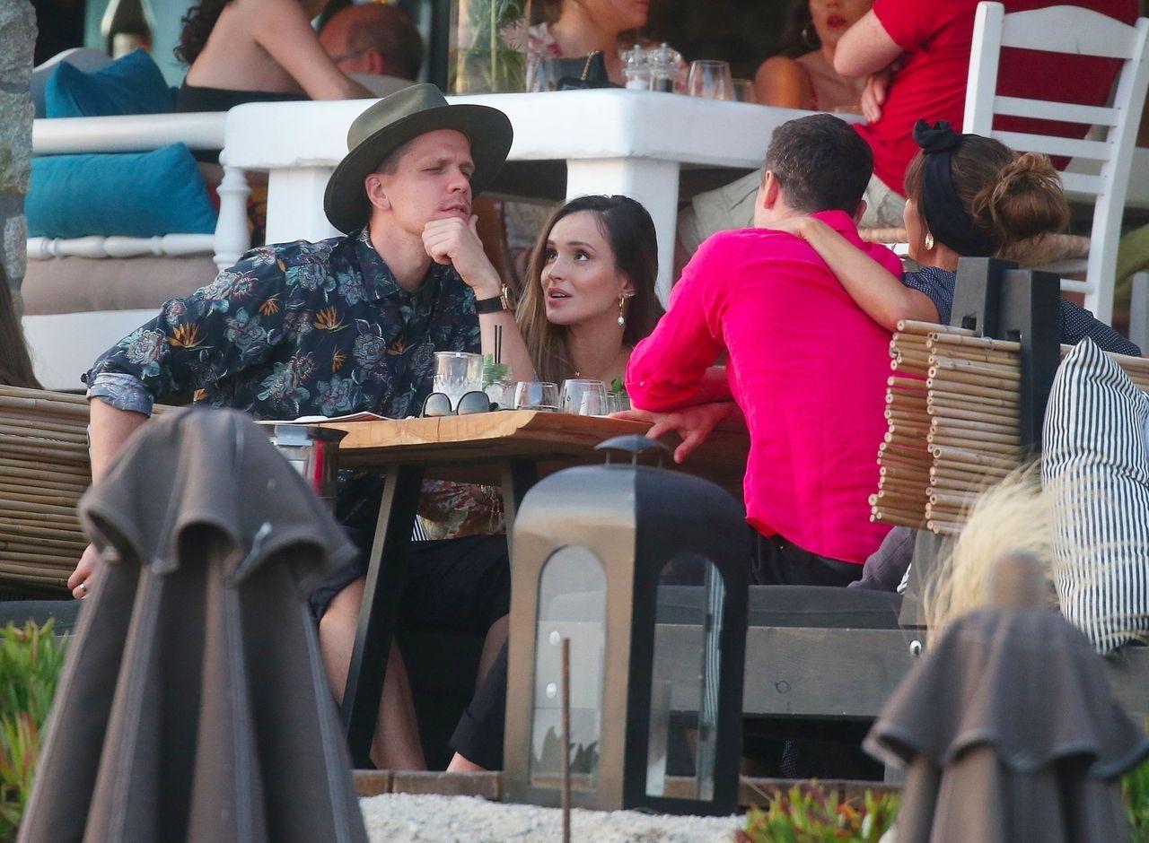 Robert Lewandowski i Wojciech Szczesny na obiedzie z żonami Anną Lewandowską i Mariną Szczesny, Mykonos