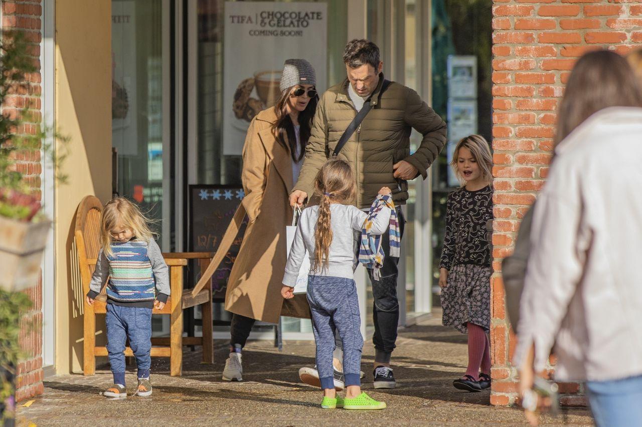 Megan Fox i Brian Austin Green na spacerze z dziećmi