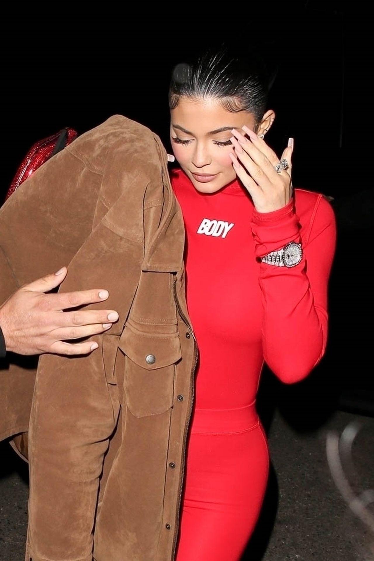 Kylie Jenner jest uzależniona od przerabiania zdjęć? Fani wyłapali jej kolejną pomyłkę.