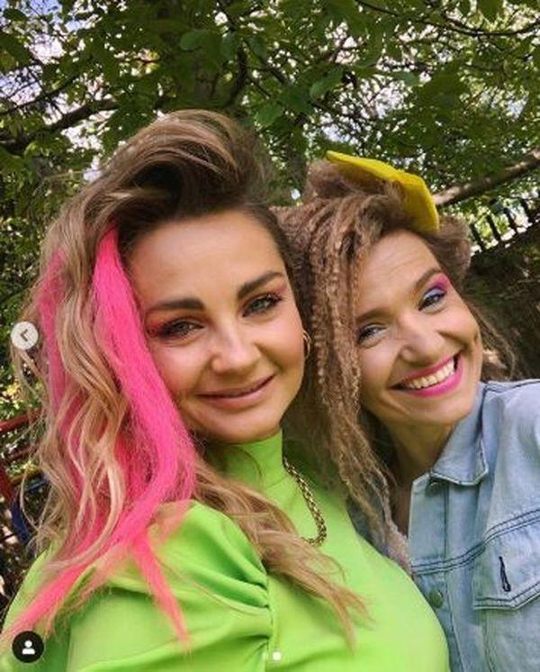 Małgorzata Socha i Joanna Koroniewska na imprezie urodzinowej w stylu lat 80., fot. Instagram Małgorzaty Sochy