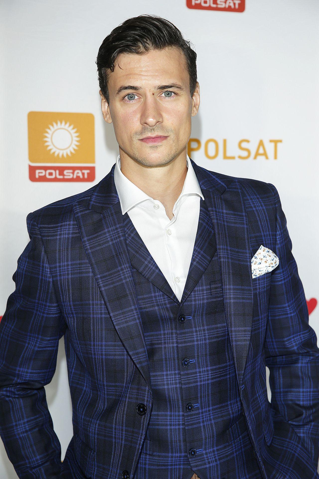 Mateusz Damięcki krytykuje TVP za zorganizowanie koncertu na Dzień Matki.