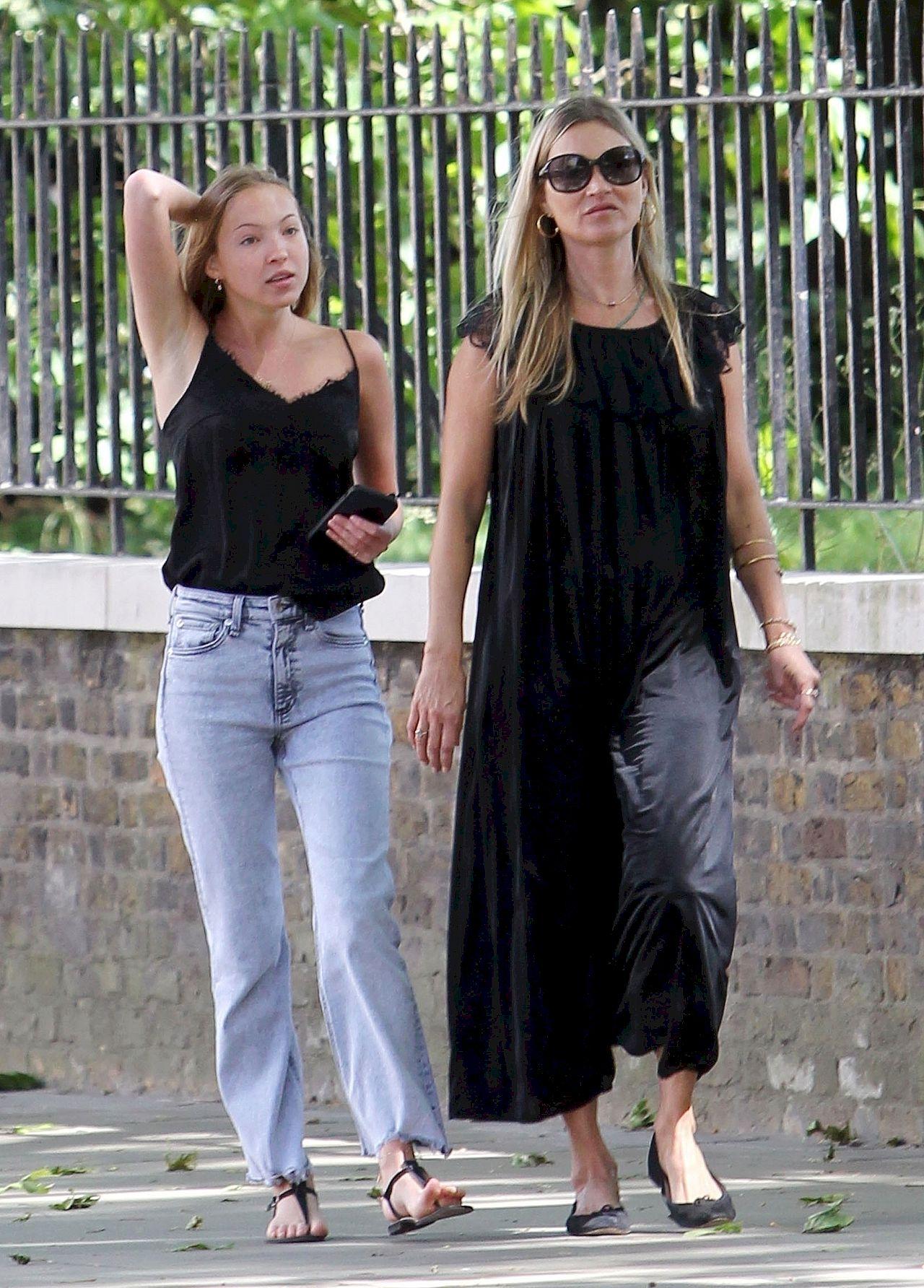 Kate Moss z córką w Londynie - nastolatka przypomina mamę?