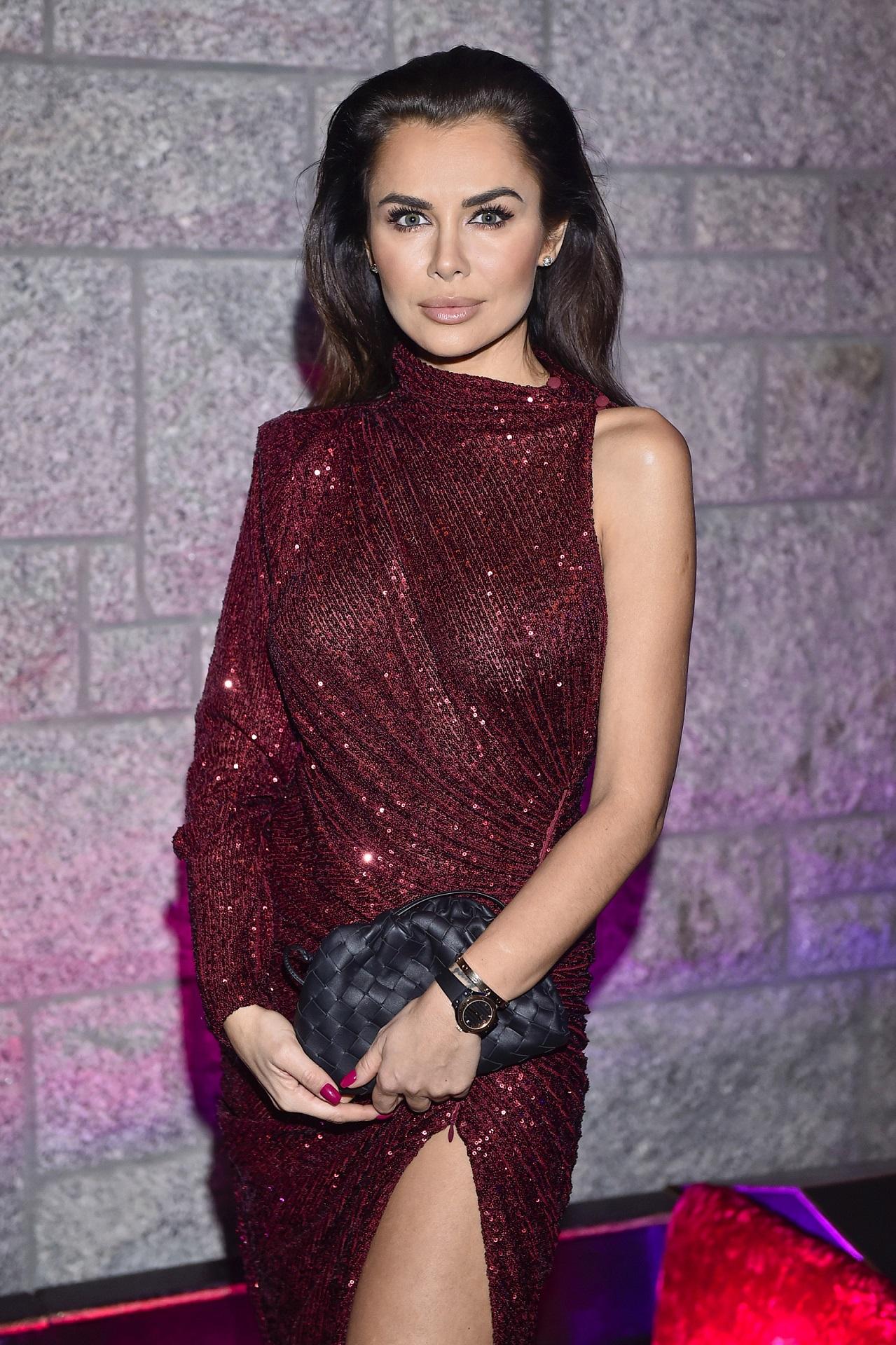 Natalia Siwiec w bordowej sukience
