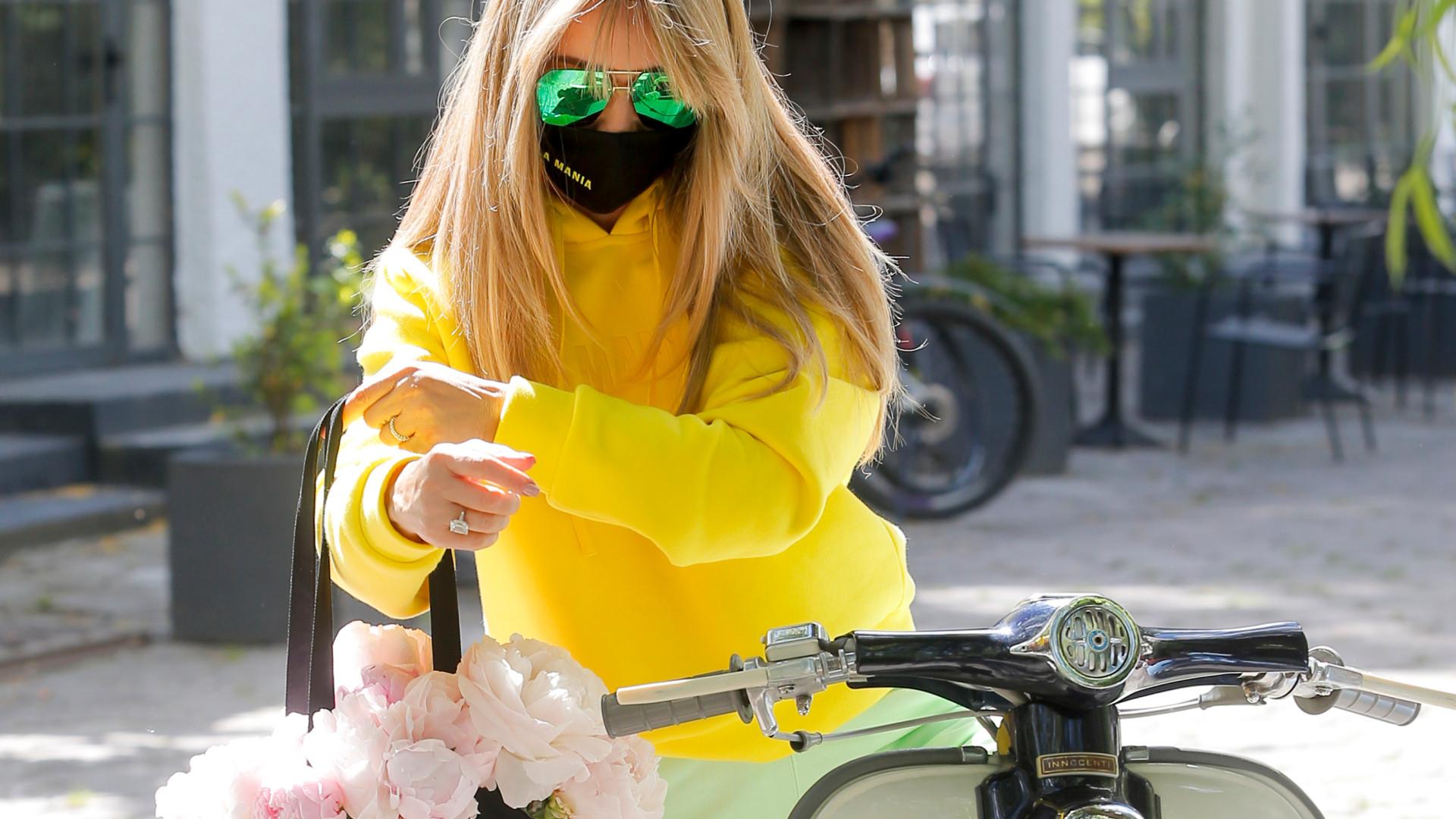 Joanna Przetakiewicz na skuterze w pistacjowych dresach (ZDJĘCIA)
