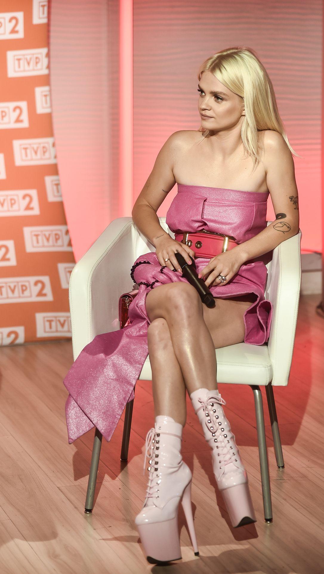 Margaret w różowej stylizacji