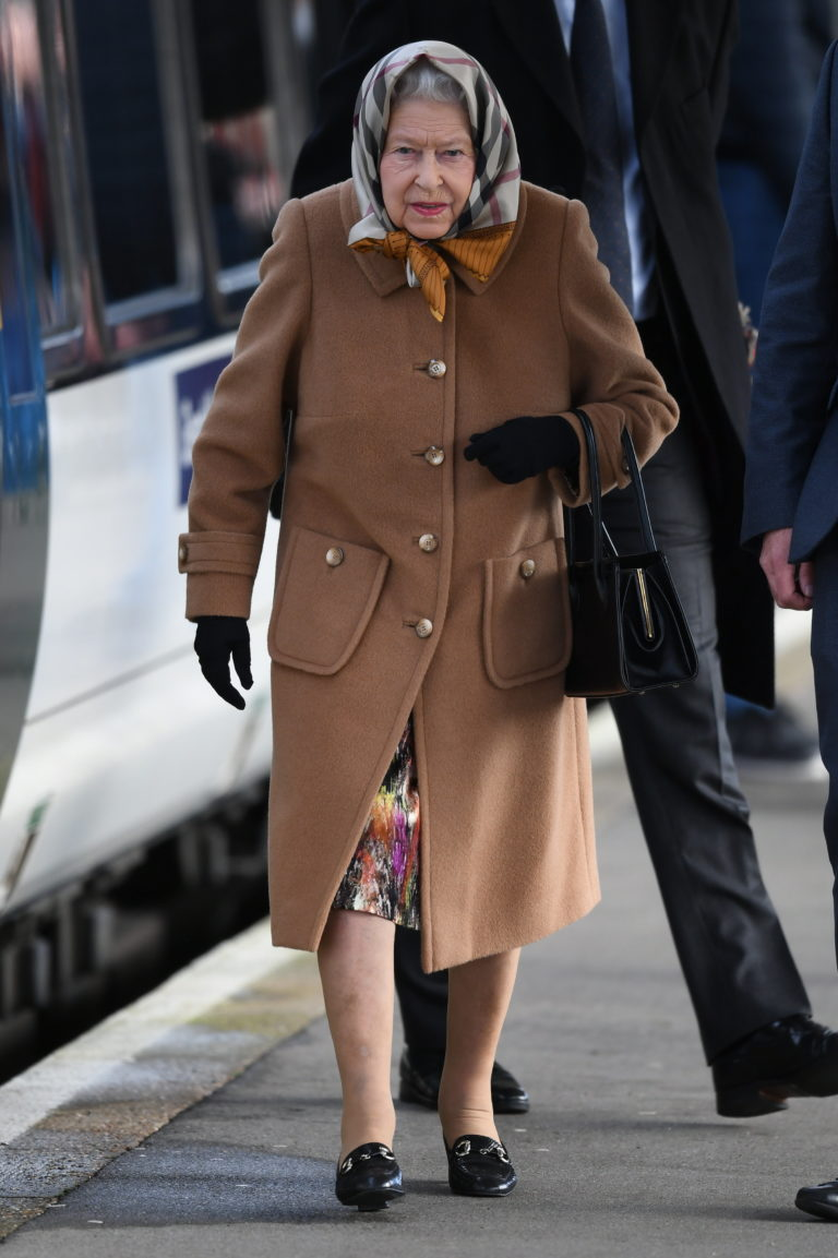 Królowa Elżbieta podczas oficjalnego wystąpienia.