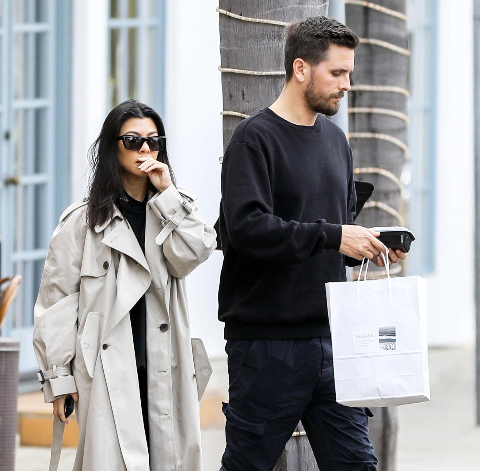 Kourtney Kardashian i Scott Disick przyłapani razem przez fotoreporterów.