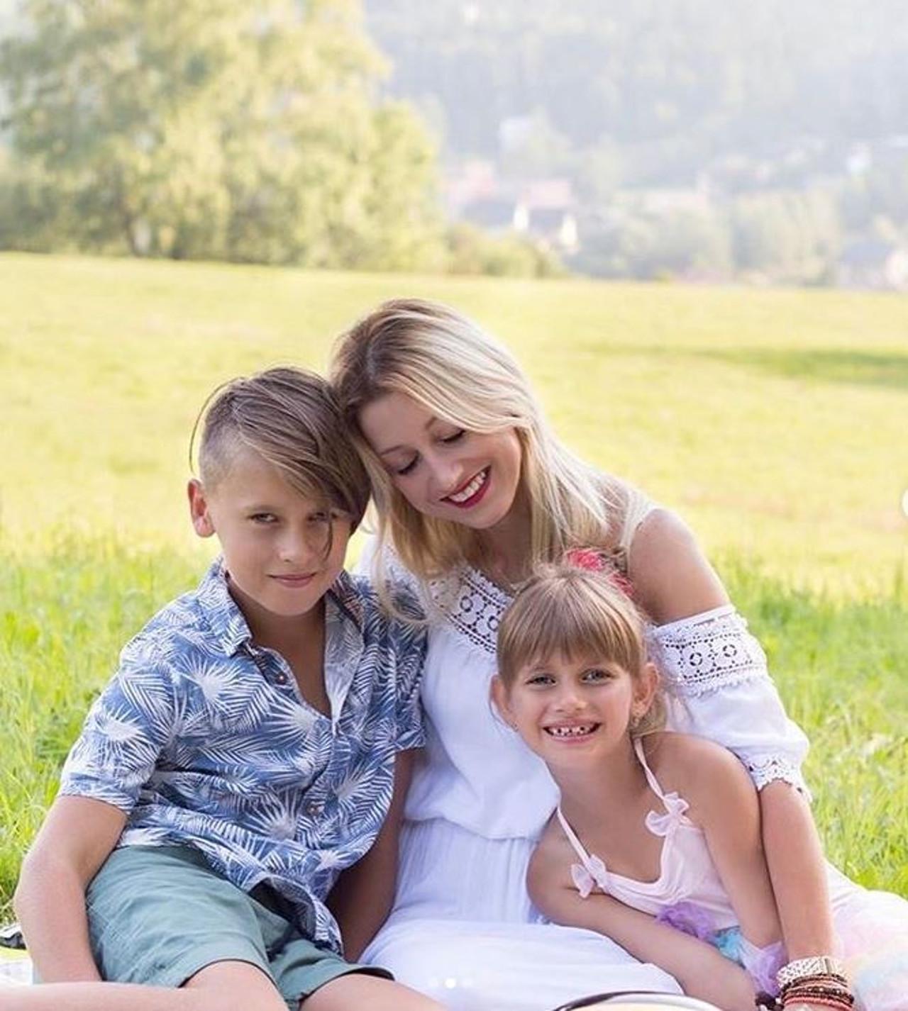 Justyna Żyła z dziećmi.