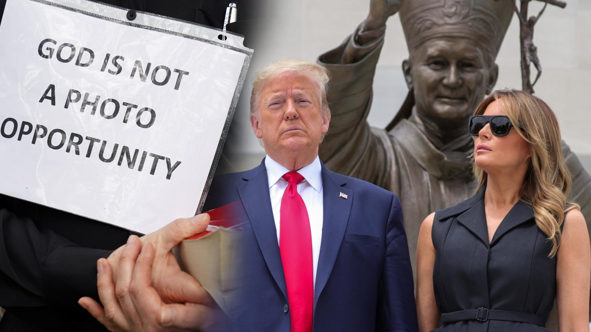 Donald i Melania Trump robią sobie zdjęcia przed pomnikiem Jana Pawła II, a ludzie protestują
