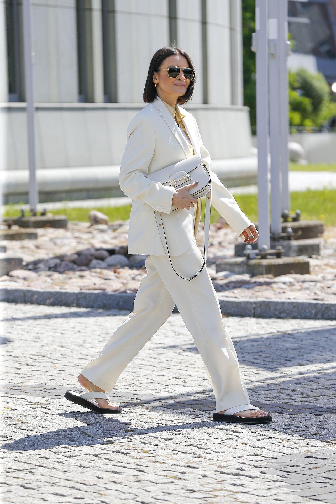 Joanna Horodyńska w japonkach