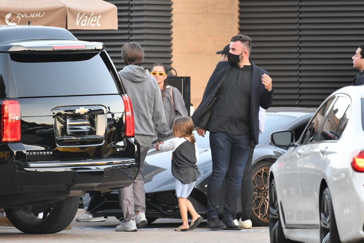 Kourtney Kardashian z gromadką dzieci.