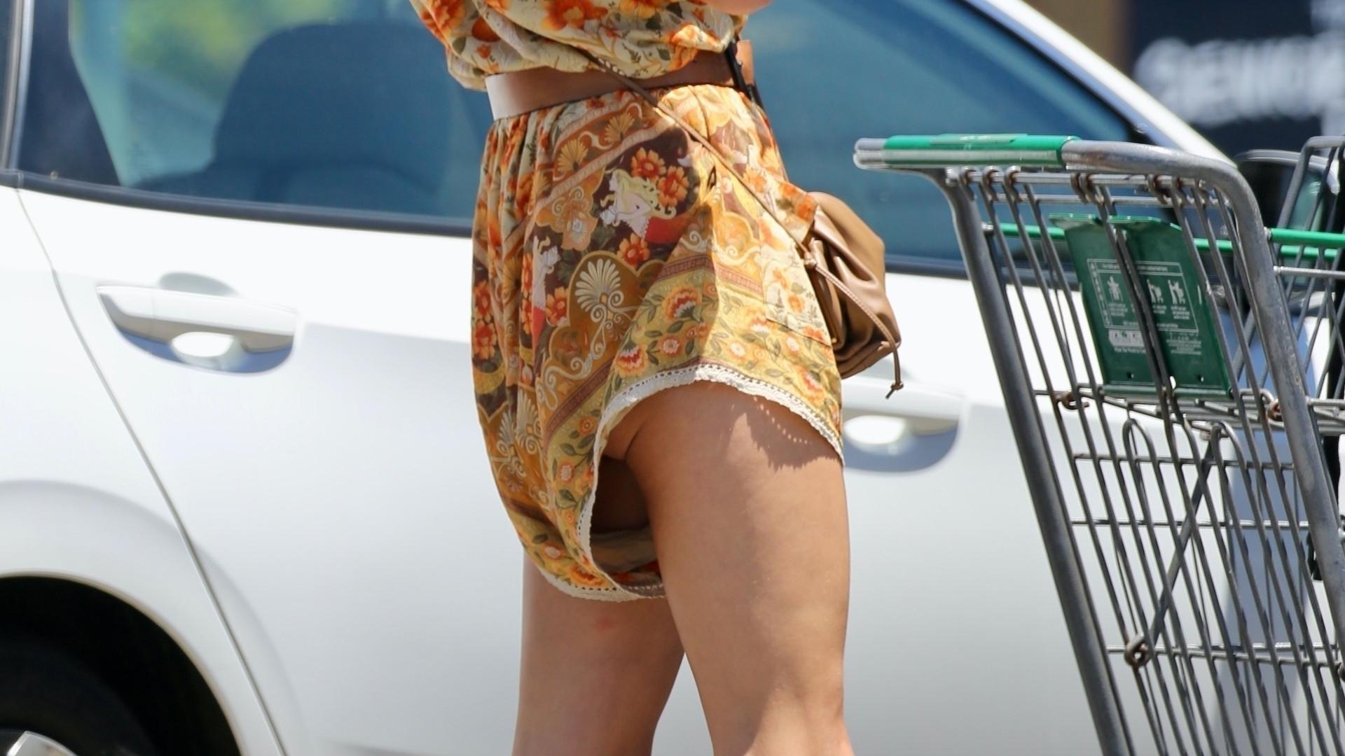 W tym kombinezonie wygląda, jakby nosiła za dużą pieluchę… (ZDJĘCIA)
