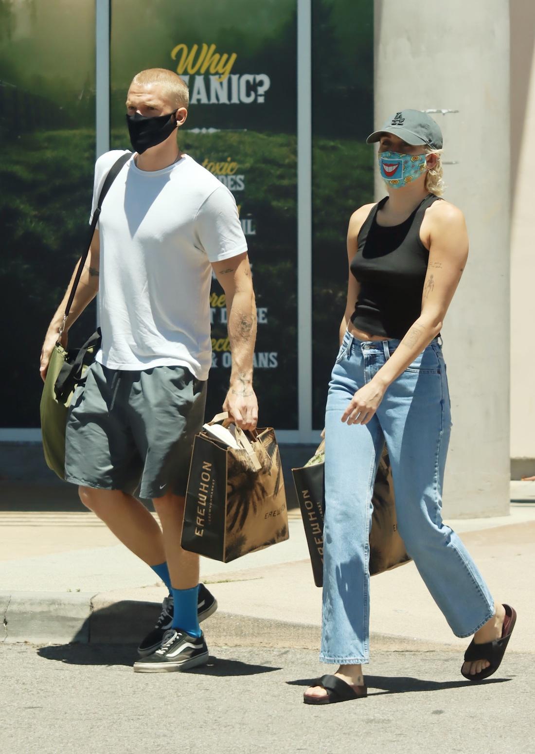 Miley Cyrus i Cody Simpson. Fot. APEX / MEGA / The Mega Agency / Forum