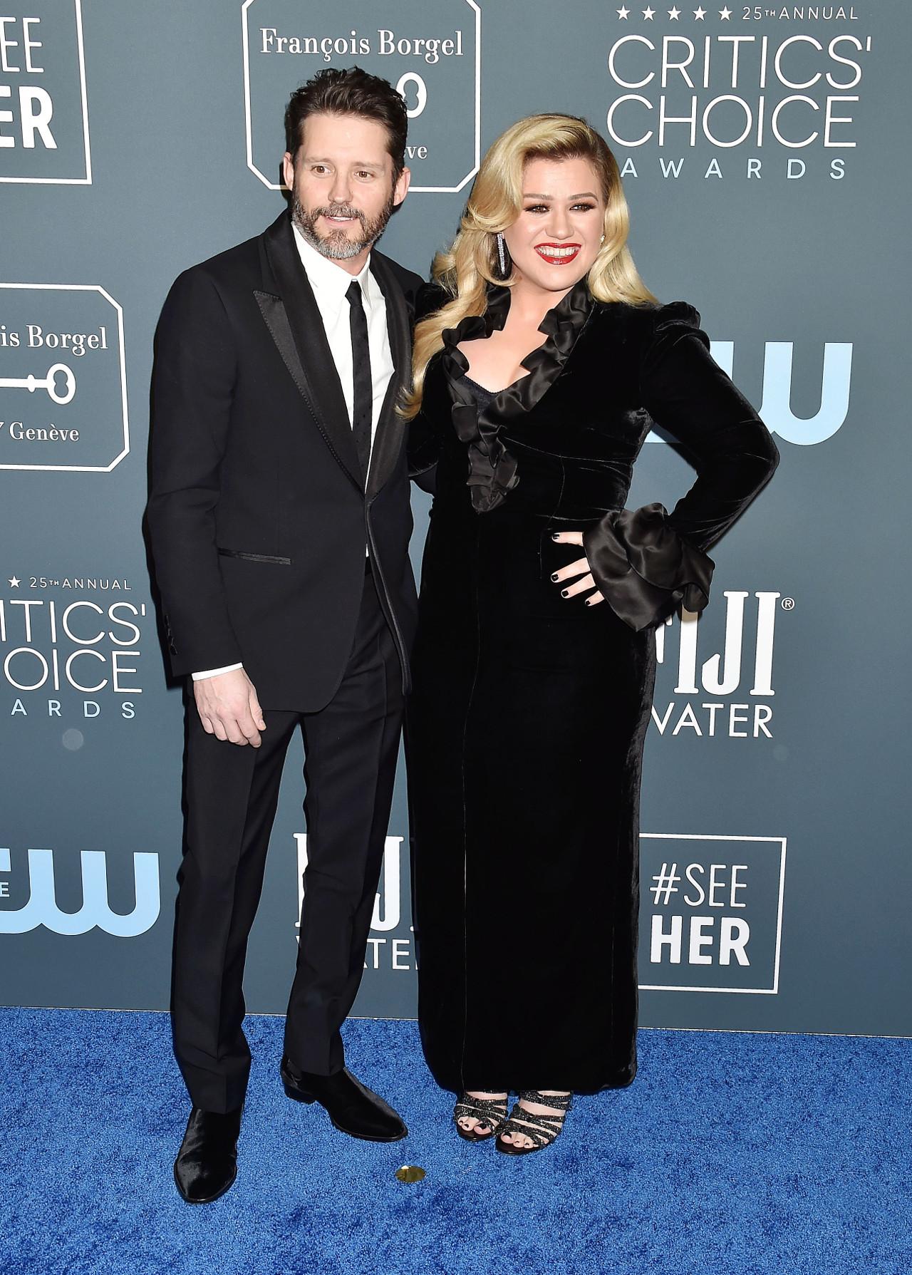 Kelly Clarkson z mężem na imprezie branżowej.