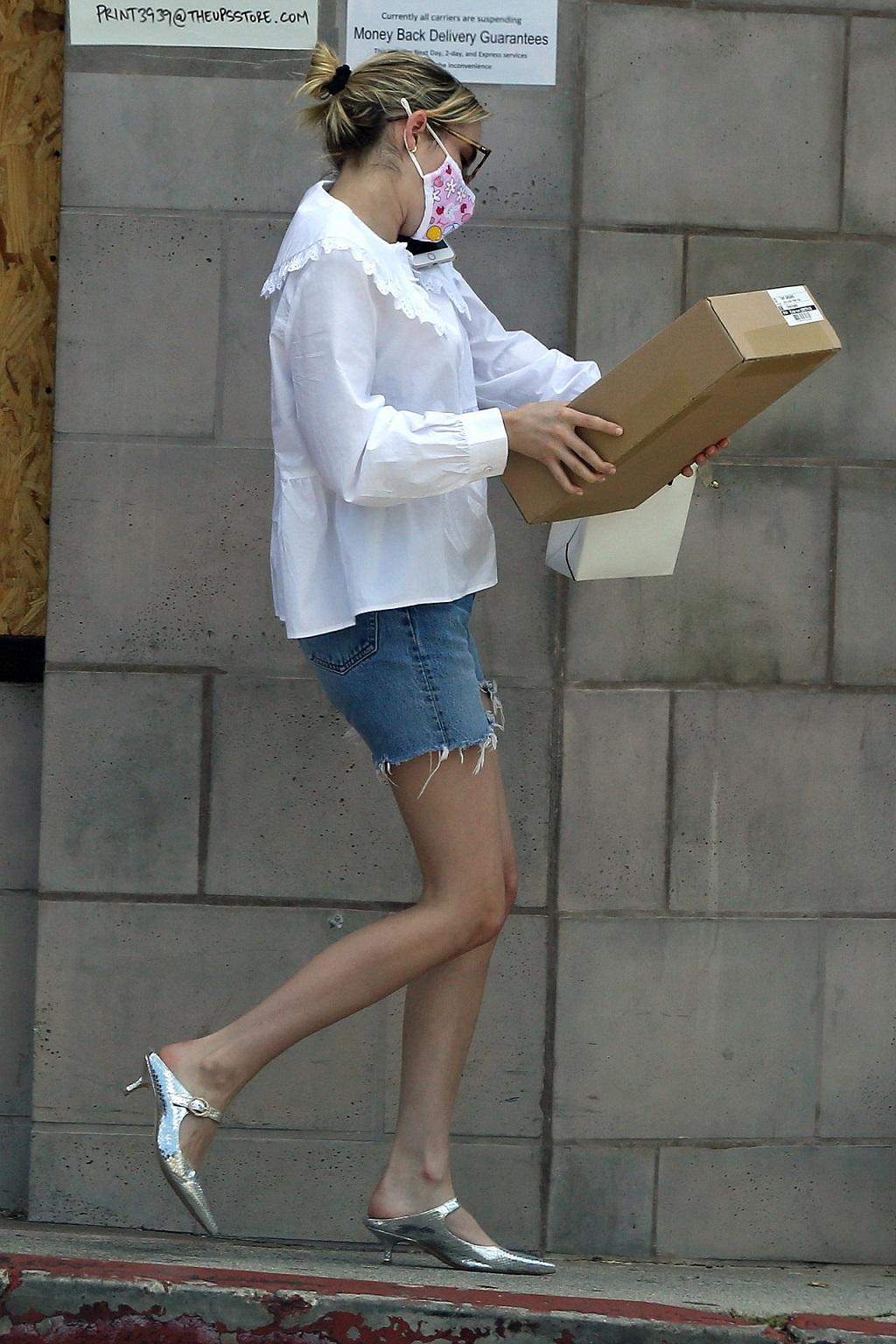 Emma Roberts w letniej stylizacji.