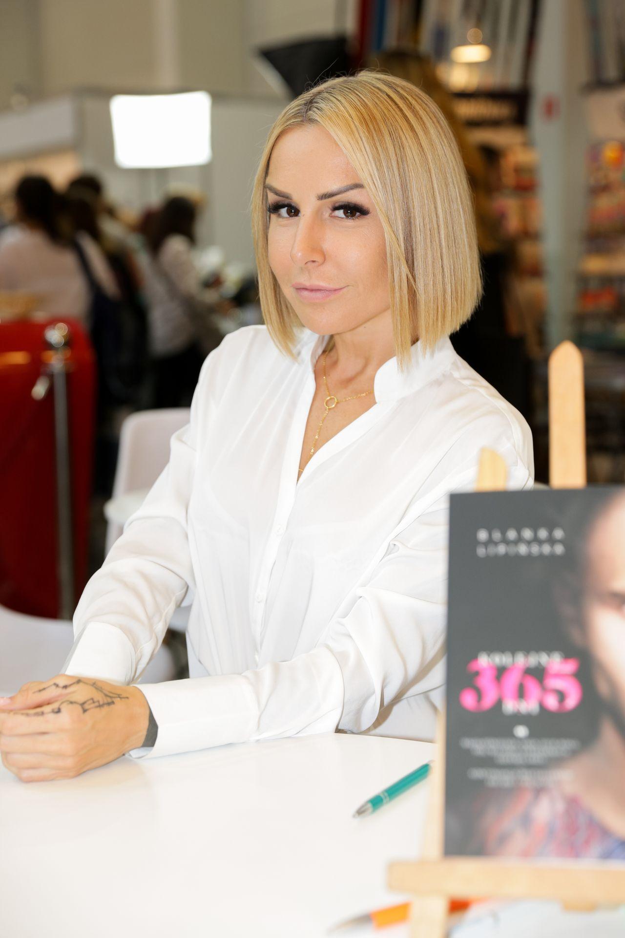 Blanka Lipińska, autorka bestsellerowej trylogii erotycznej zwróciła się do fanów z prośbą o wsparcie.