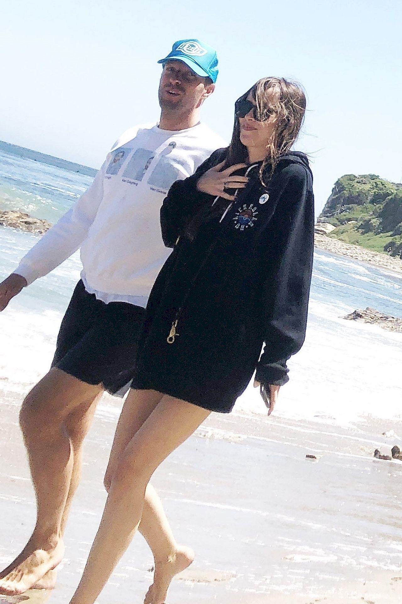 Dakota Johnson i Chris Martin na plaży