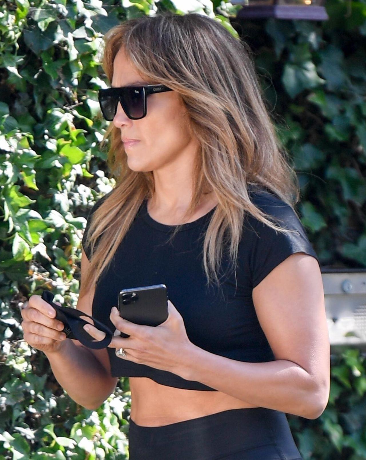 Jennifer Lopez pokazała mięśnie brzucha.