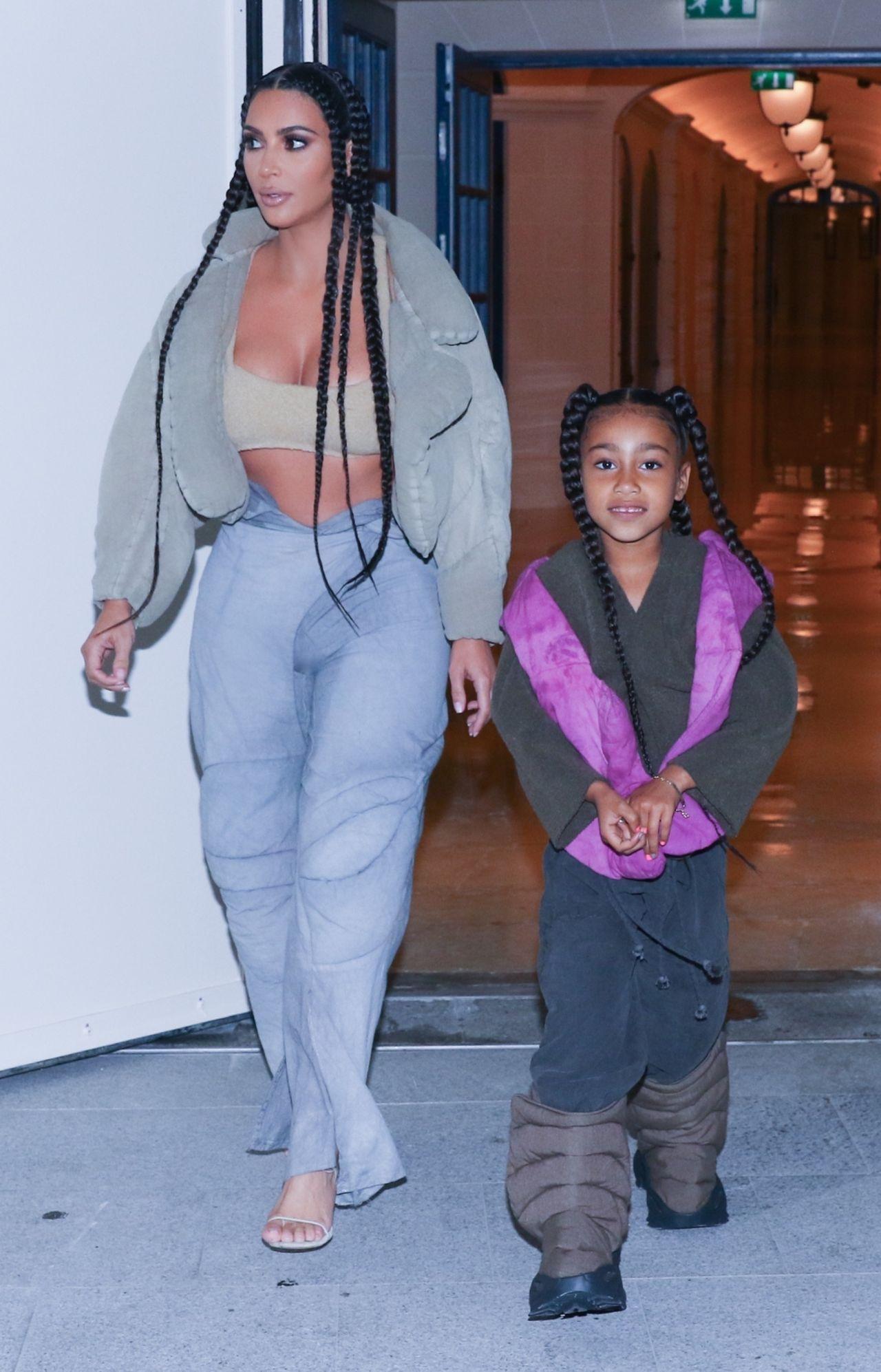 North West w dziwacznych butach zaprojektowanych przez ojca - Kanye'go Westa.