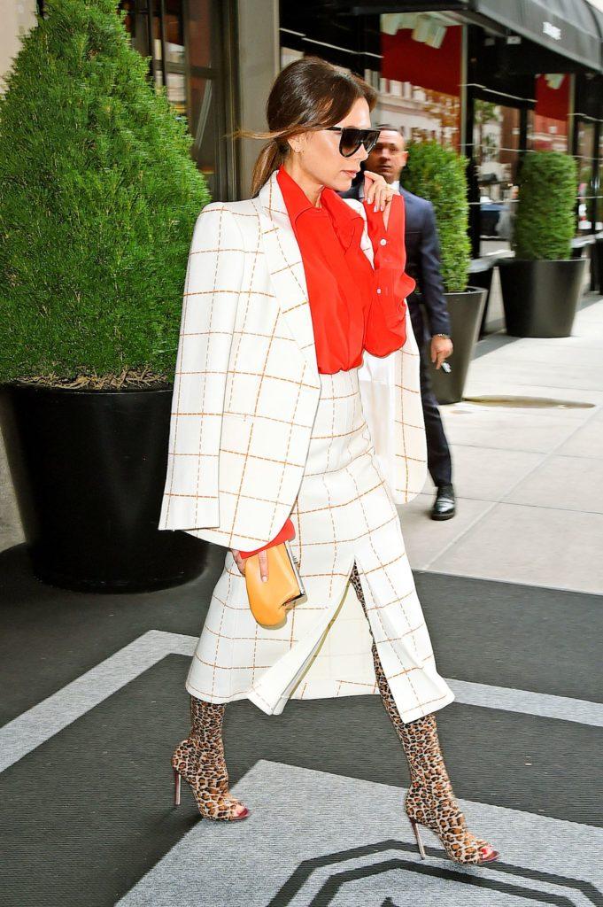 Victoria Beckham w eleganckiej stylizacji.