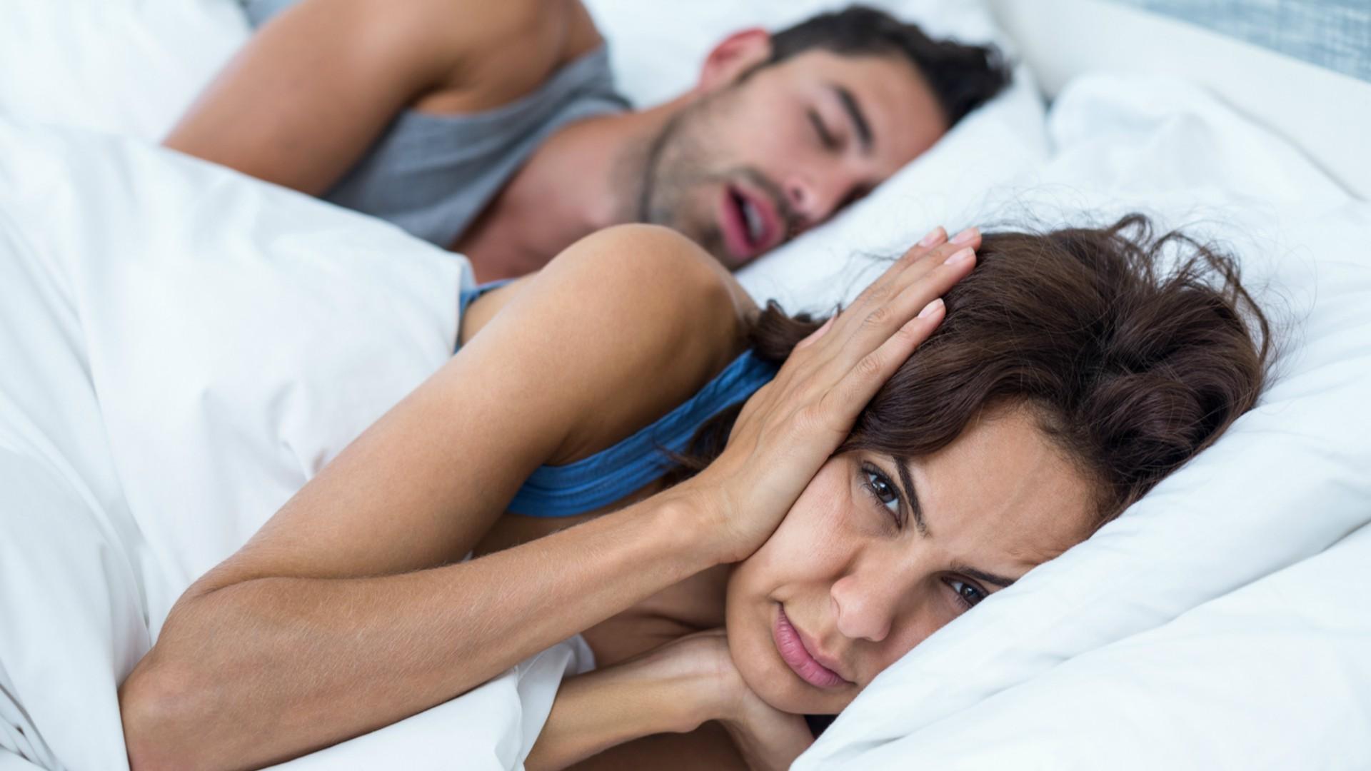 Chrapanie partnera spędza Ci sen z powiek? Wiemy, jak pozbyć się tego problemu raz na zawsze
