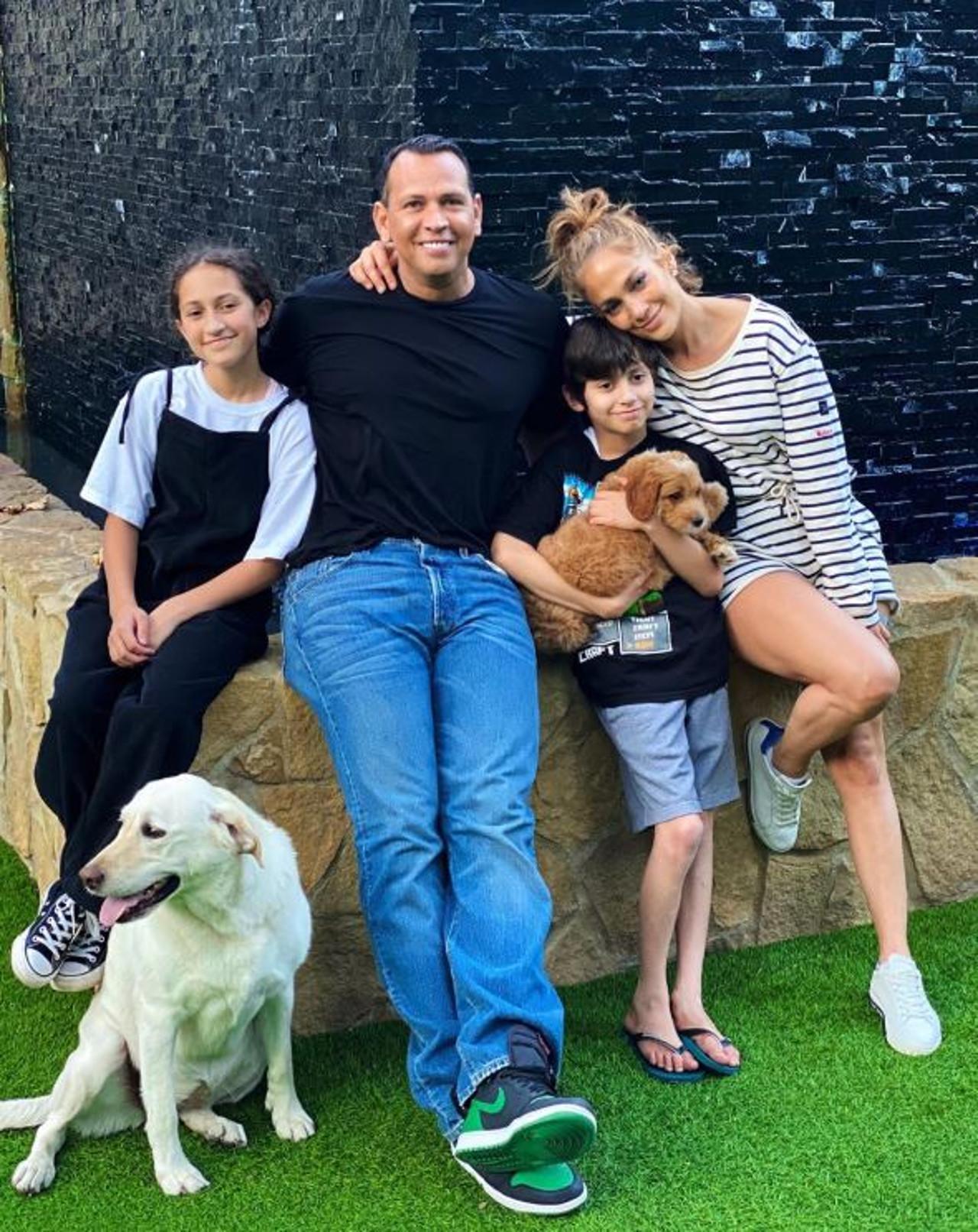 Jennifer Lopez z narzeczonym i dziećmi - rodzina jak z obrazka.