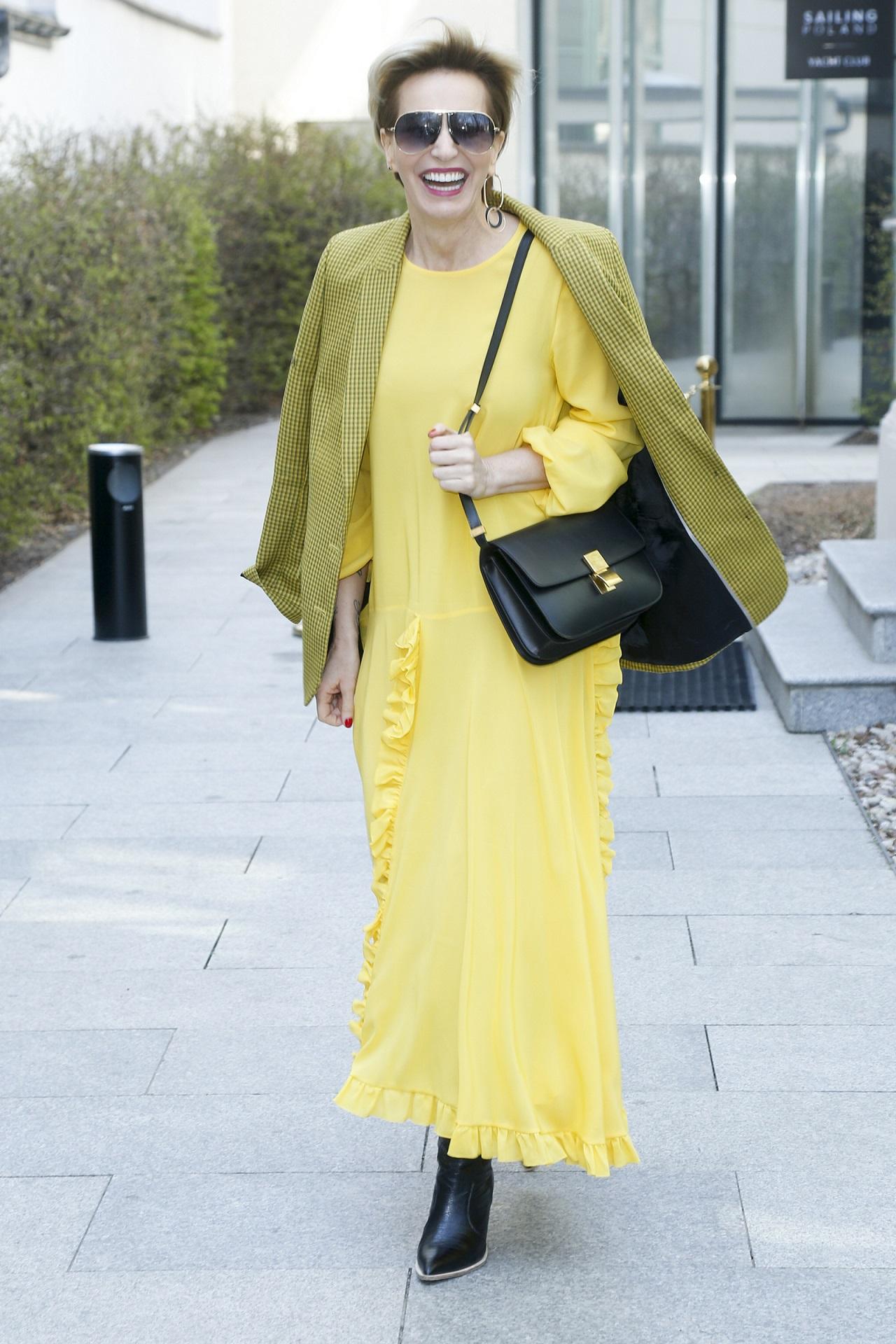 Paulina Smaszcz w żółtej stylizacji.