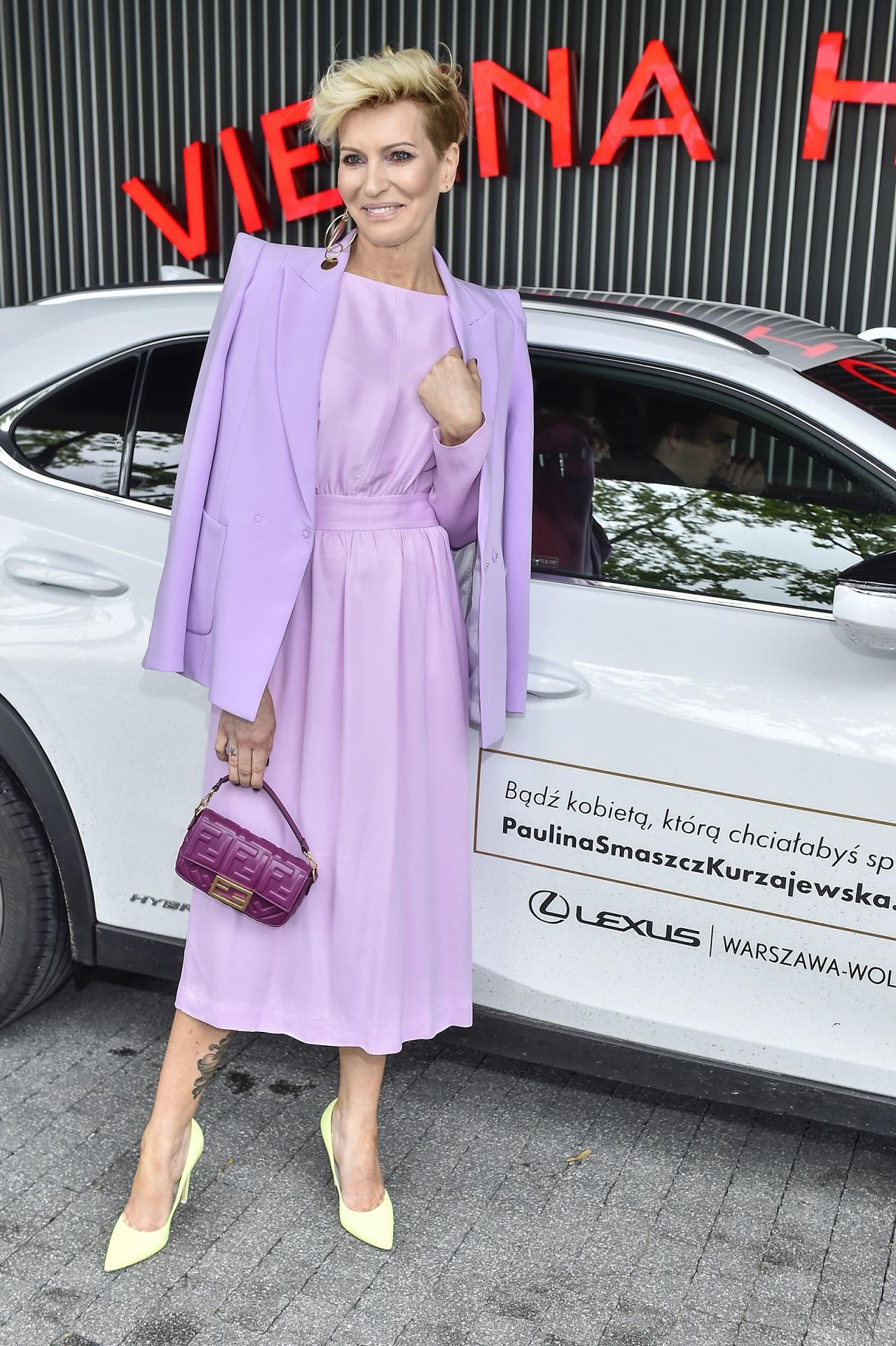 Paulina Smaszcz cała w fiolecie.
