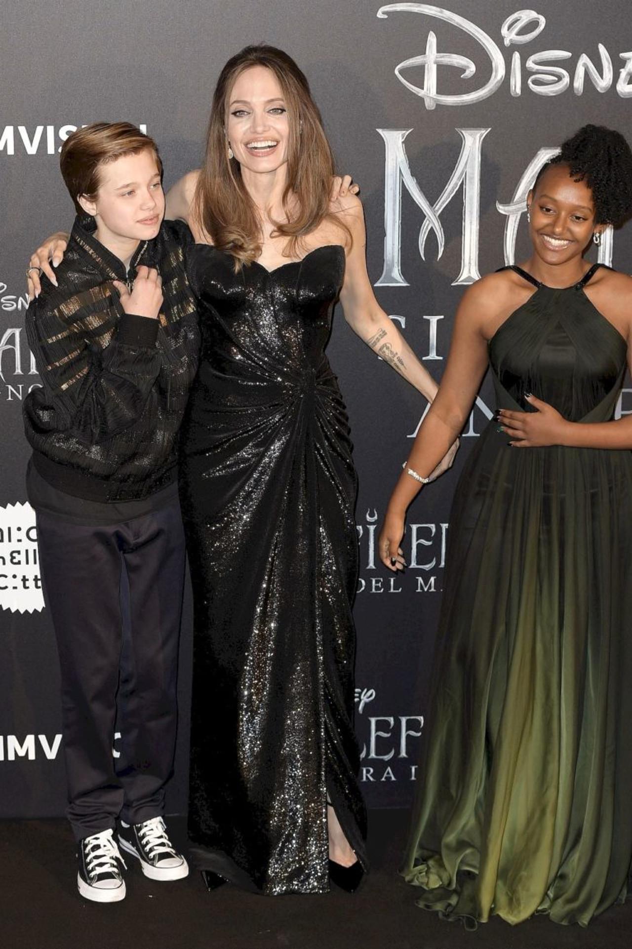 Angelina Jolie z córkami na premierze filmu.