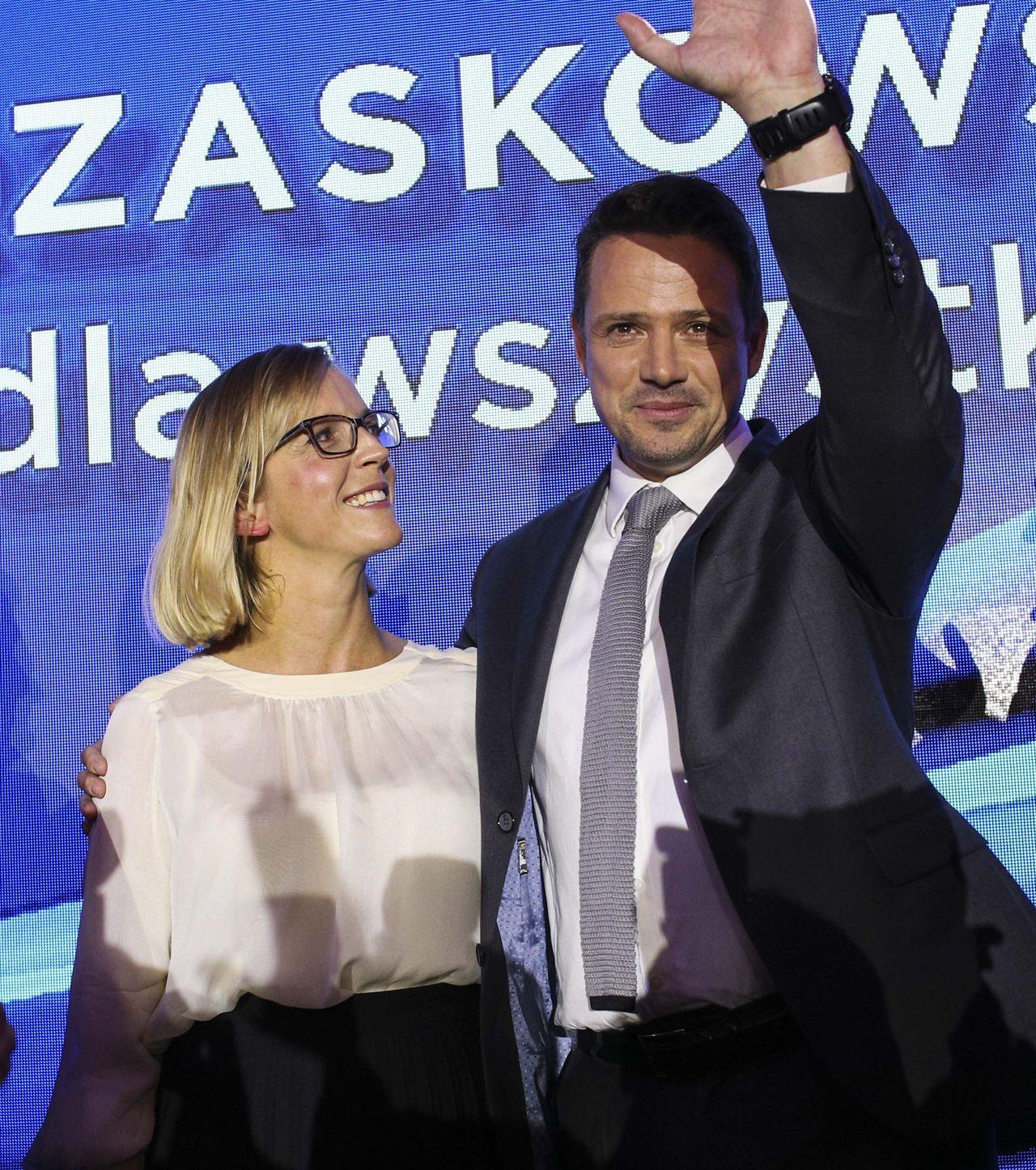 Rafał Trzaskowski z żoną na wieczorze wyborczym.