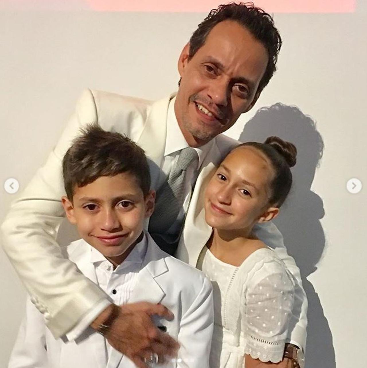 Były mąż JLo Marc Anthony z dziećmi.