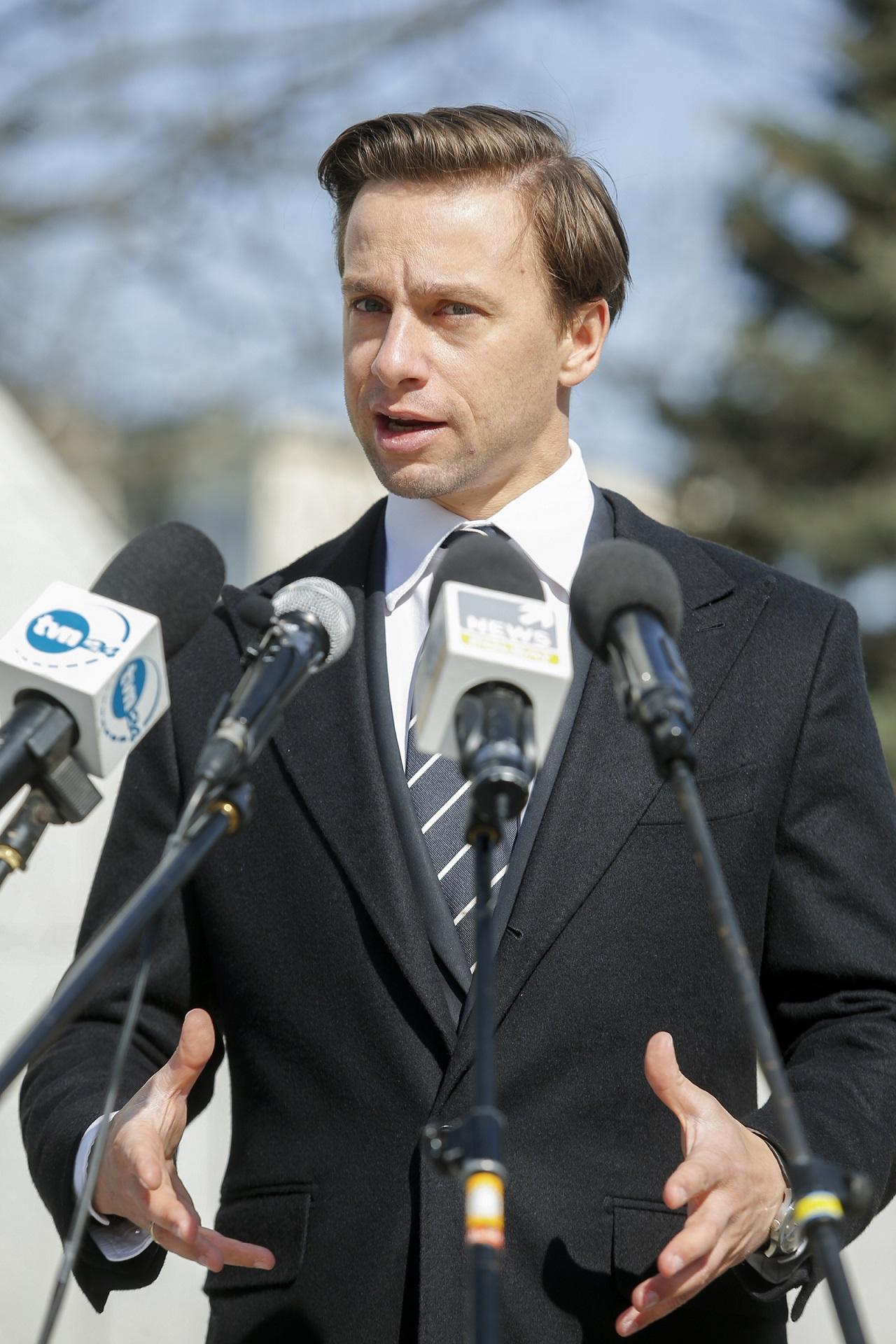 Krzysztof Bosak na oficjalnym wystąpieniu.