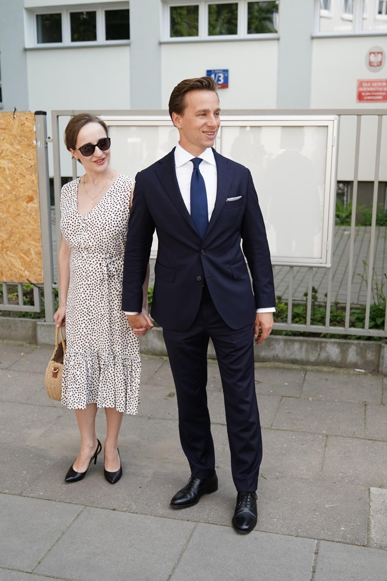 Krzysztof Bosak z żoną wziął udział w głosowaniu na prezydenta RP.