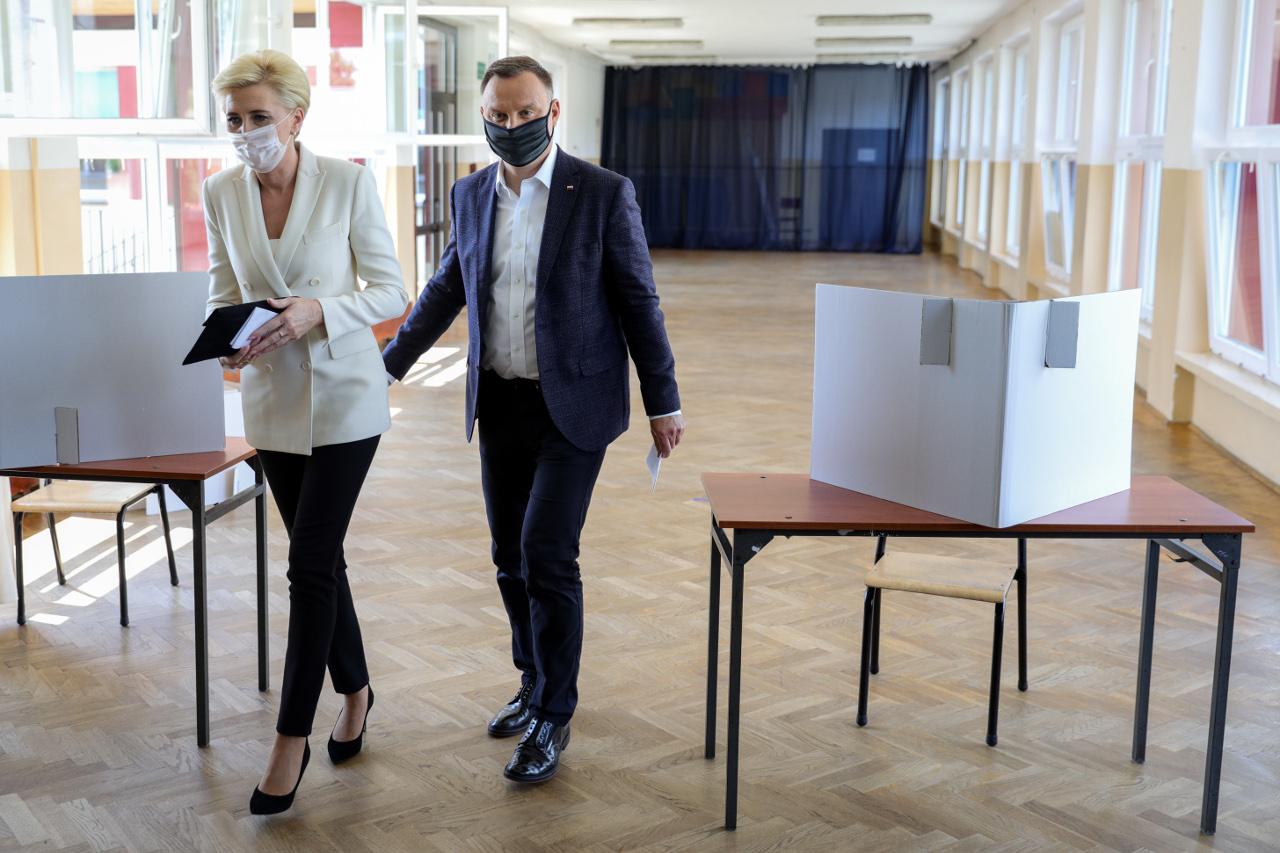Prezydent Andrzej Duda z żoną Agatą oddają głos w tegorocznych wyborach.