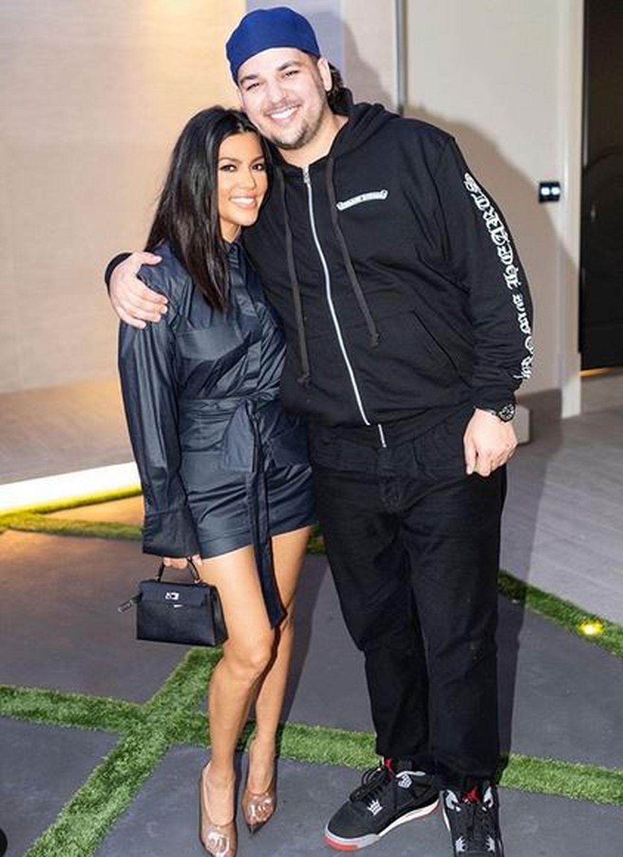 Kourtney Kardashian na zdjęciu z młodszym bratem Robem.