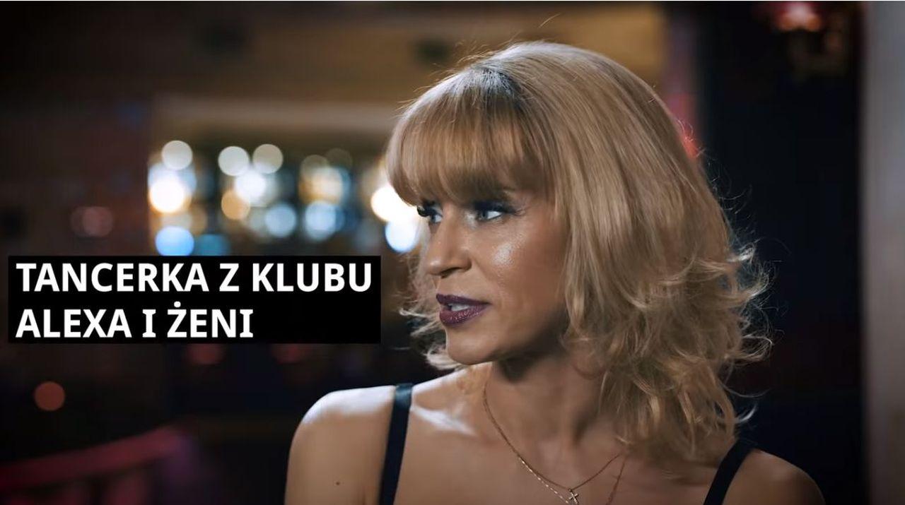 """Tancerka z klubu Alexa i Żeni w czasie rozmowy z Patrykiem Vegą, reżyserem filmu """"Pętla"""""""