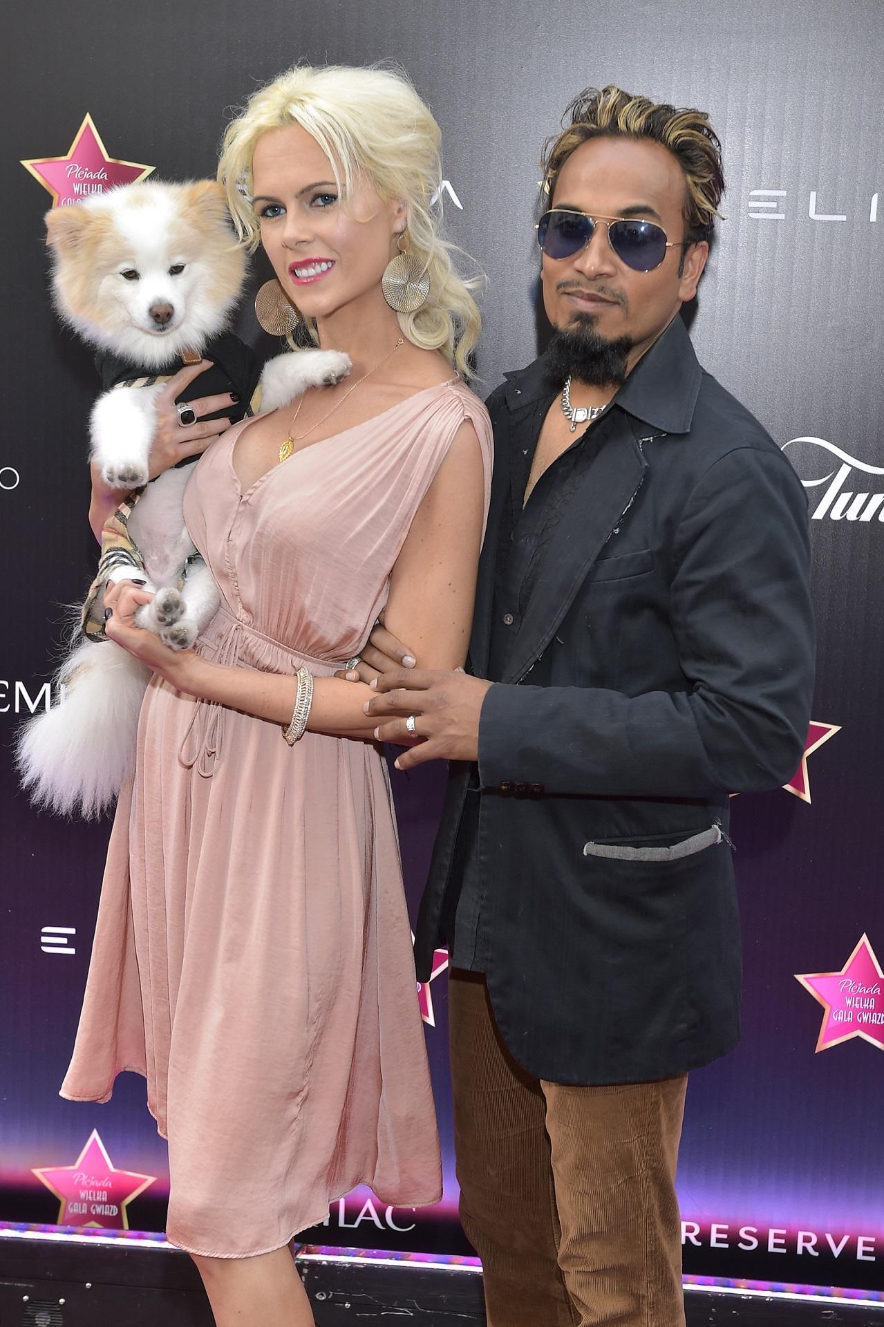 Iwona Burnat, Reggie Benjamin z psem na ściance.