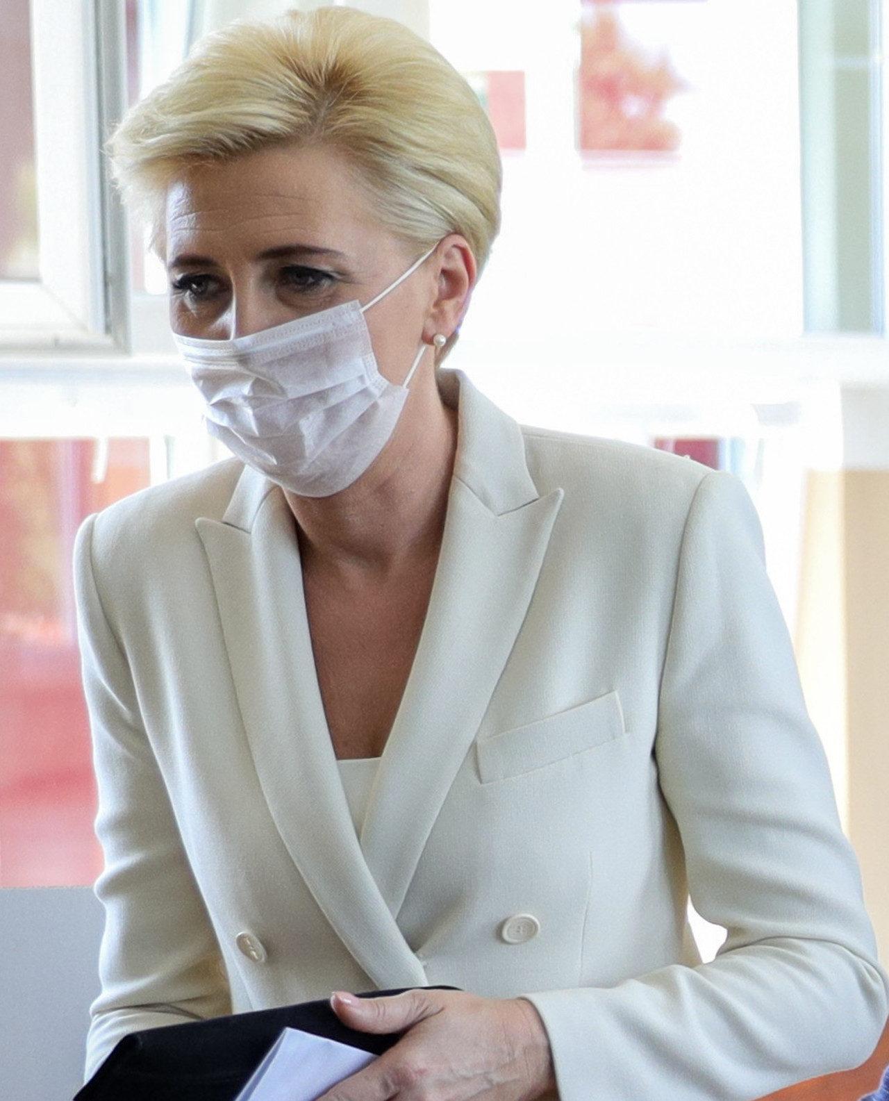 Agata Duda w dzień wyborów. Miała maseczkę na twarzy.