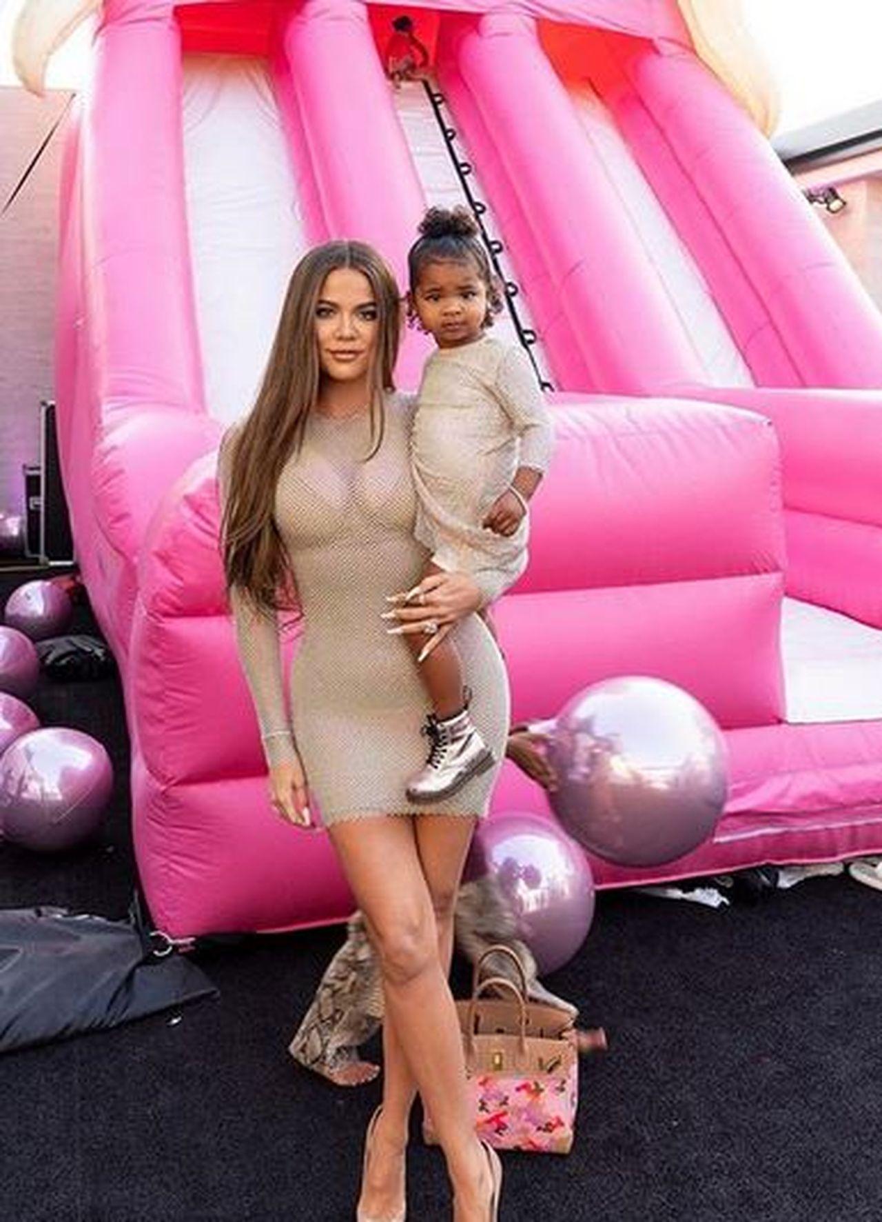 Khloe Kardashian z córką True na imprezie urodzinowej