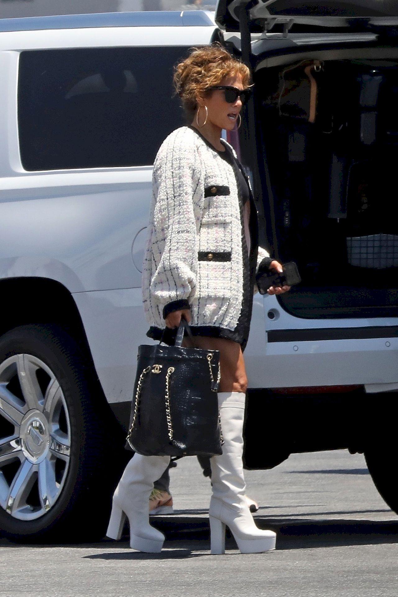 Jennifer Lopez w białych kozakach