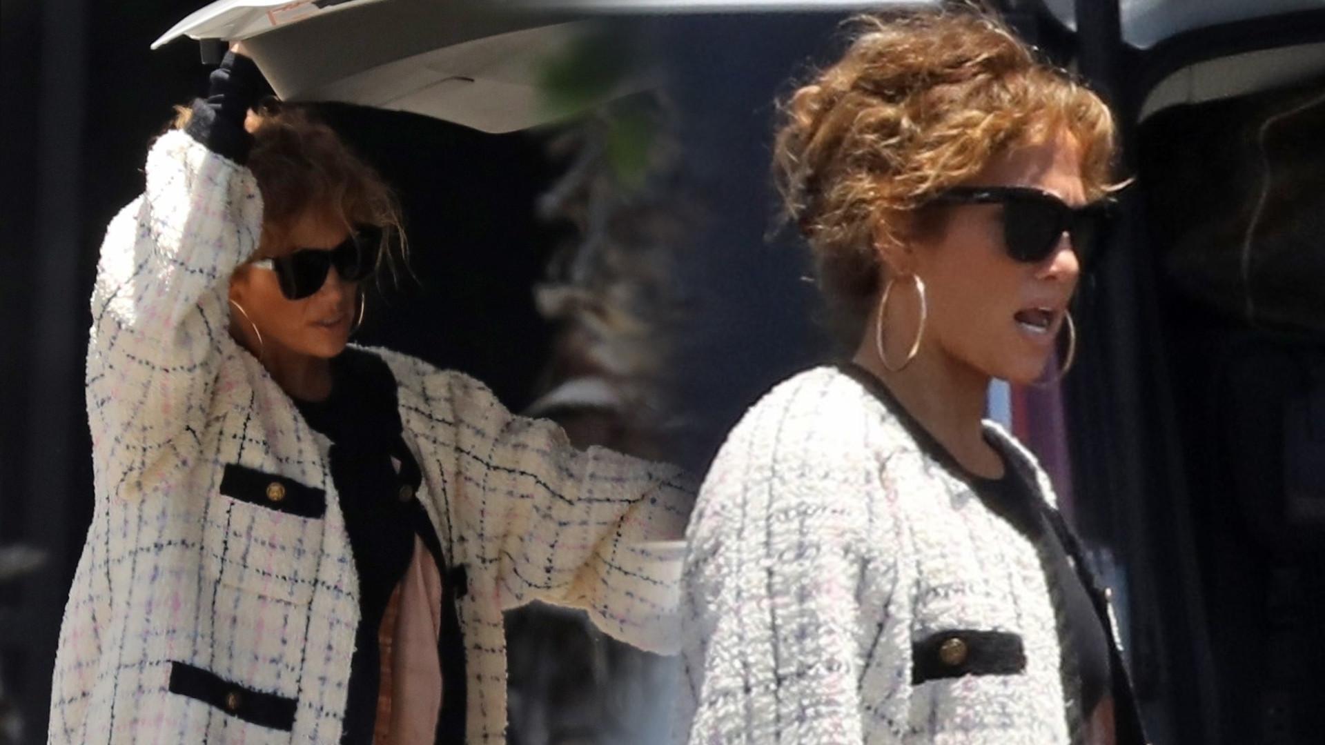 Ty na pewno nie założyłabyś TAKICH butów, jadąc na wakacje z dziećmi. Jennifer Lopez zrobiła to bez problemu (ZDJĘCIA)