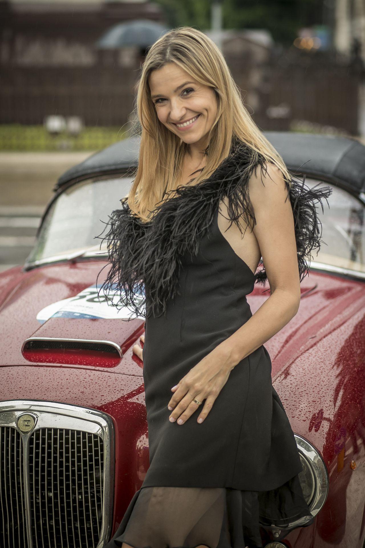 Joanna Koroniewska w czarnej sukience