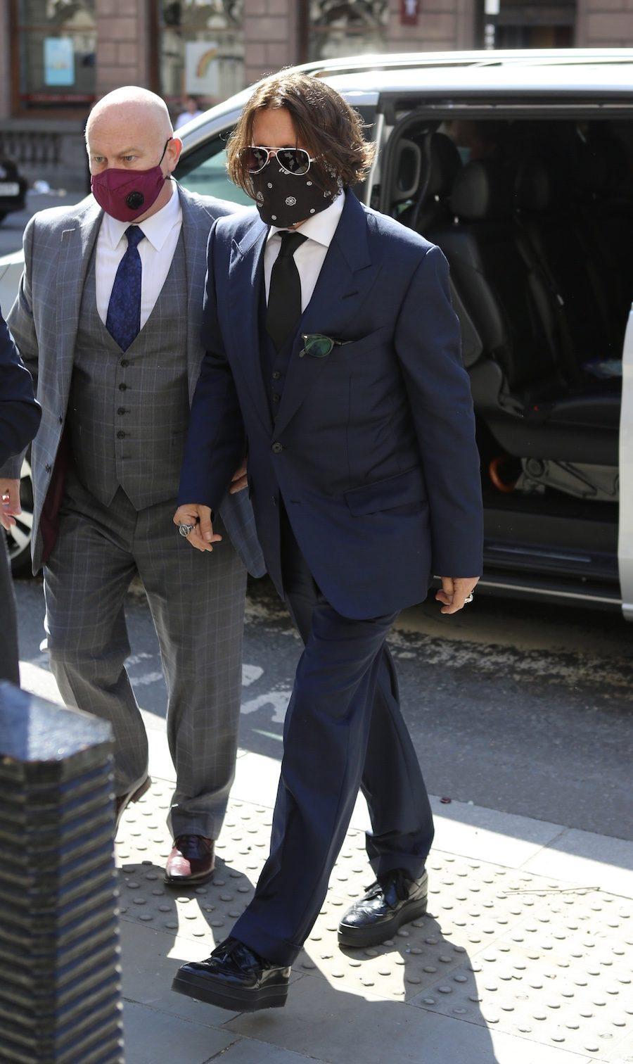 Johnny Depp idzie do sądu ze swoim obrońcą.