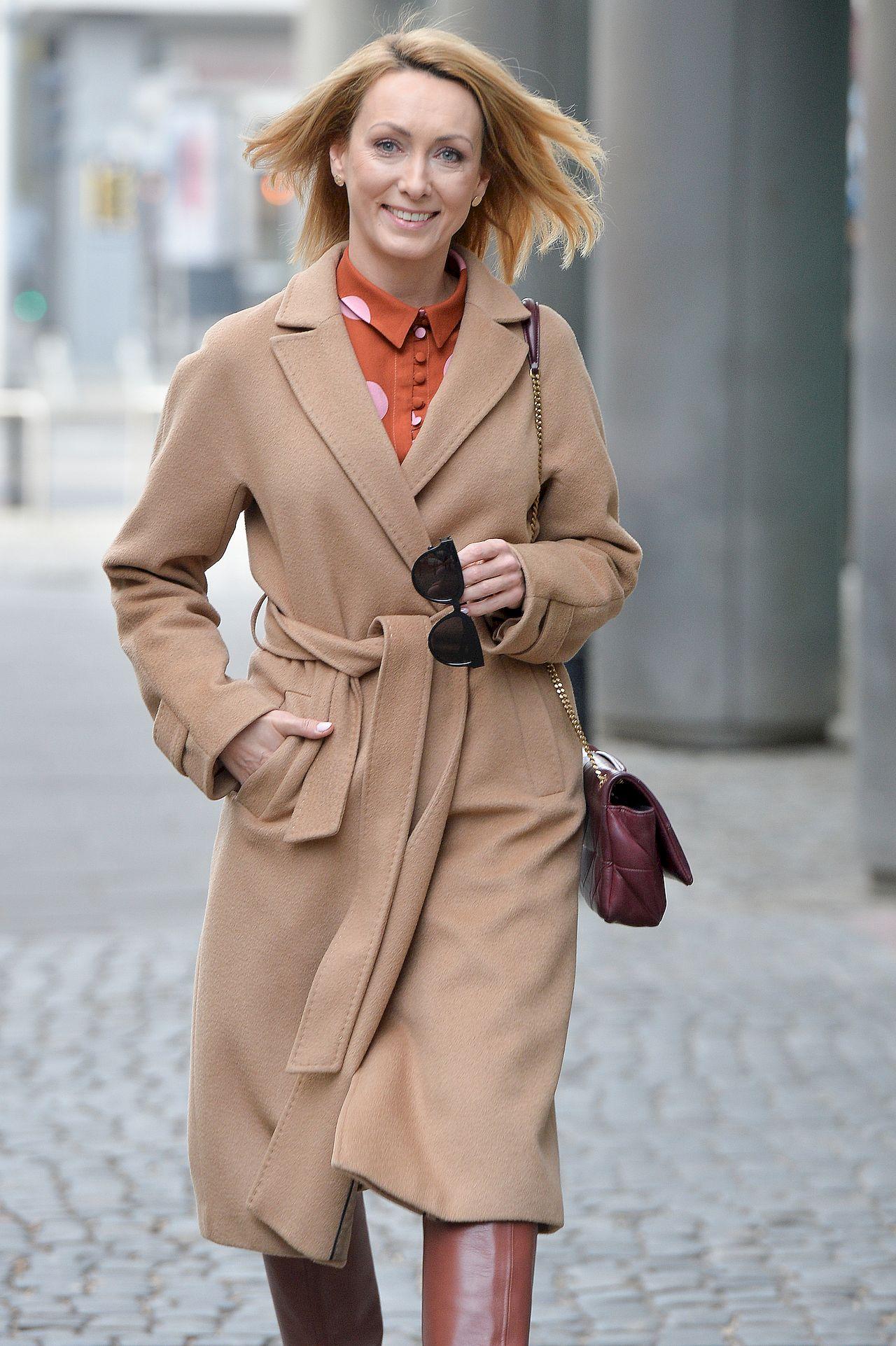 Anna Kalczyńska w modnym płaszczu
