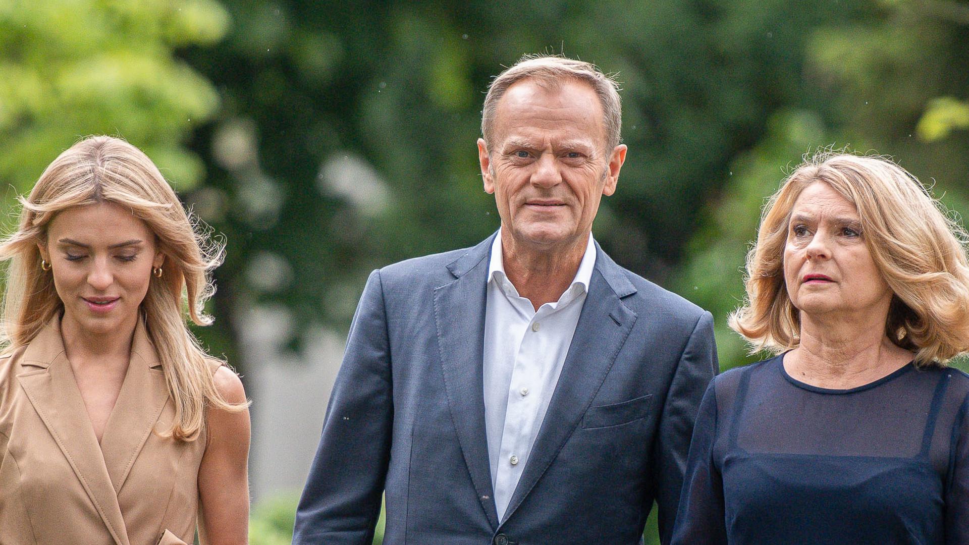 Kasia Tusk w towarzystwie rodziców odwiedziła lokal wyborczy. Blogerka popisała się stylem?