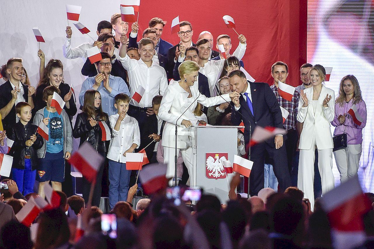 Andrzej Duda z rodziną na wieczorze wyborczym