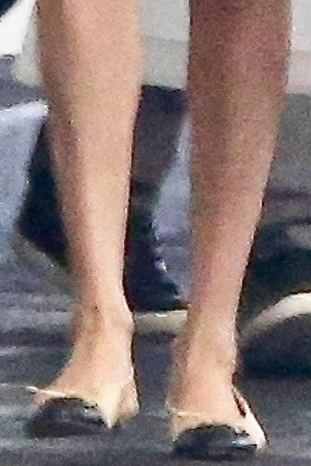 Meghan Markle pokazała zgrabne nogi.